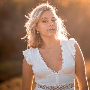 Sari Abbott Sunshine Coast Music Profile 300c